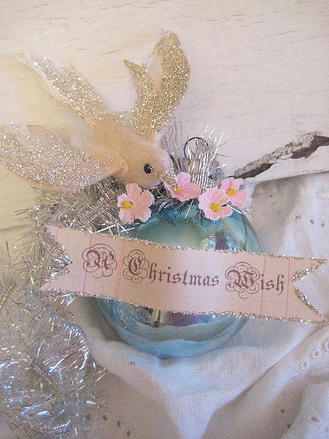 gorgeous ornament by Heather Kowalski ~ Pretty Petals blog