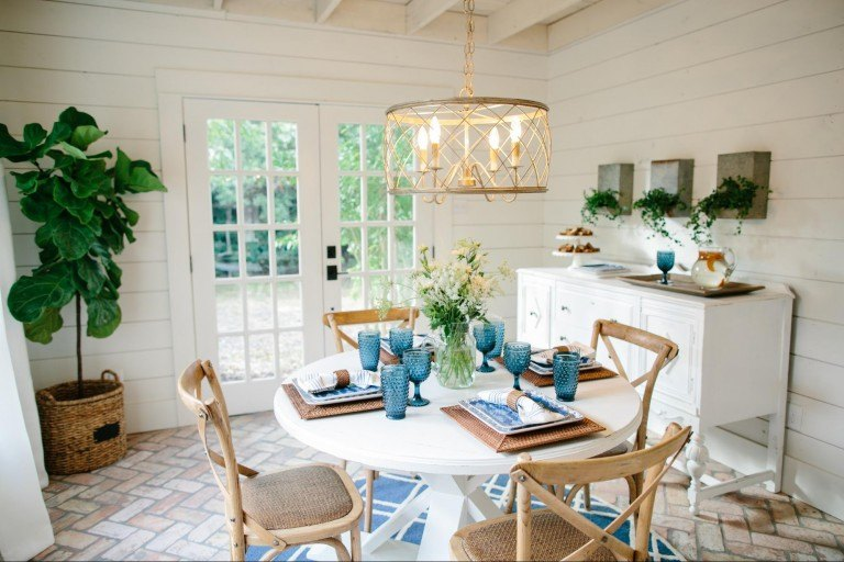 Fixer Upper Season 3 Episode 11 The Beanstalk Bungalow In 2020 Dining Room Design Round Dining Room Table Dining Room Table