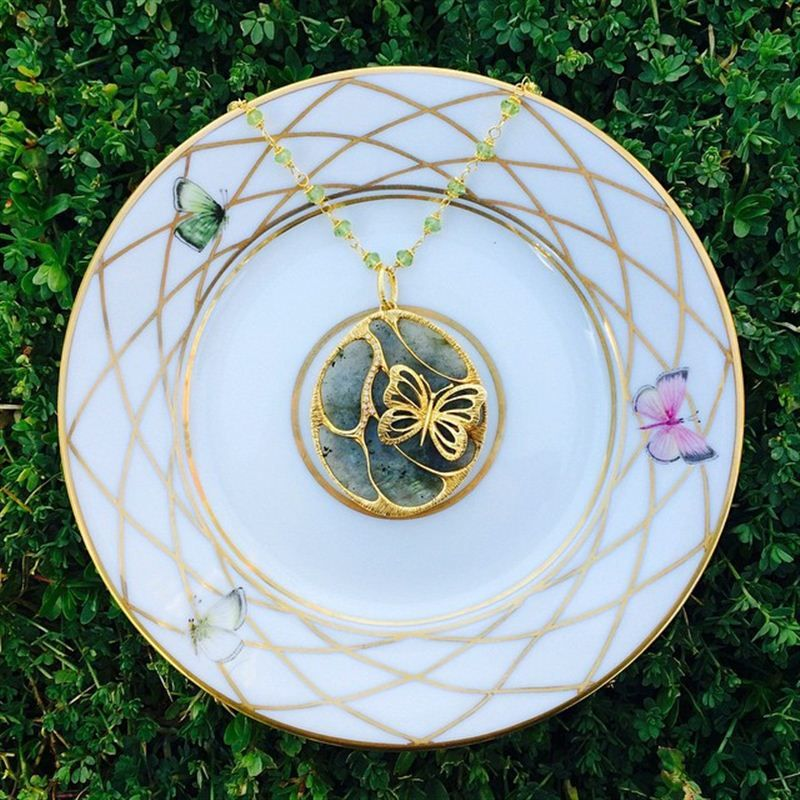 ilias LALAoUNIS has created yet another exquisite pendant in high-karat gold