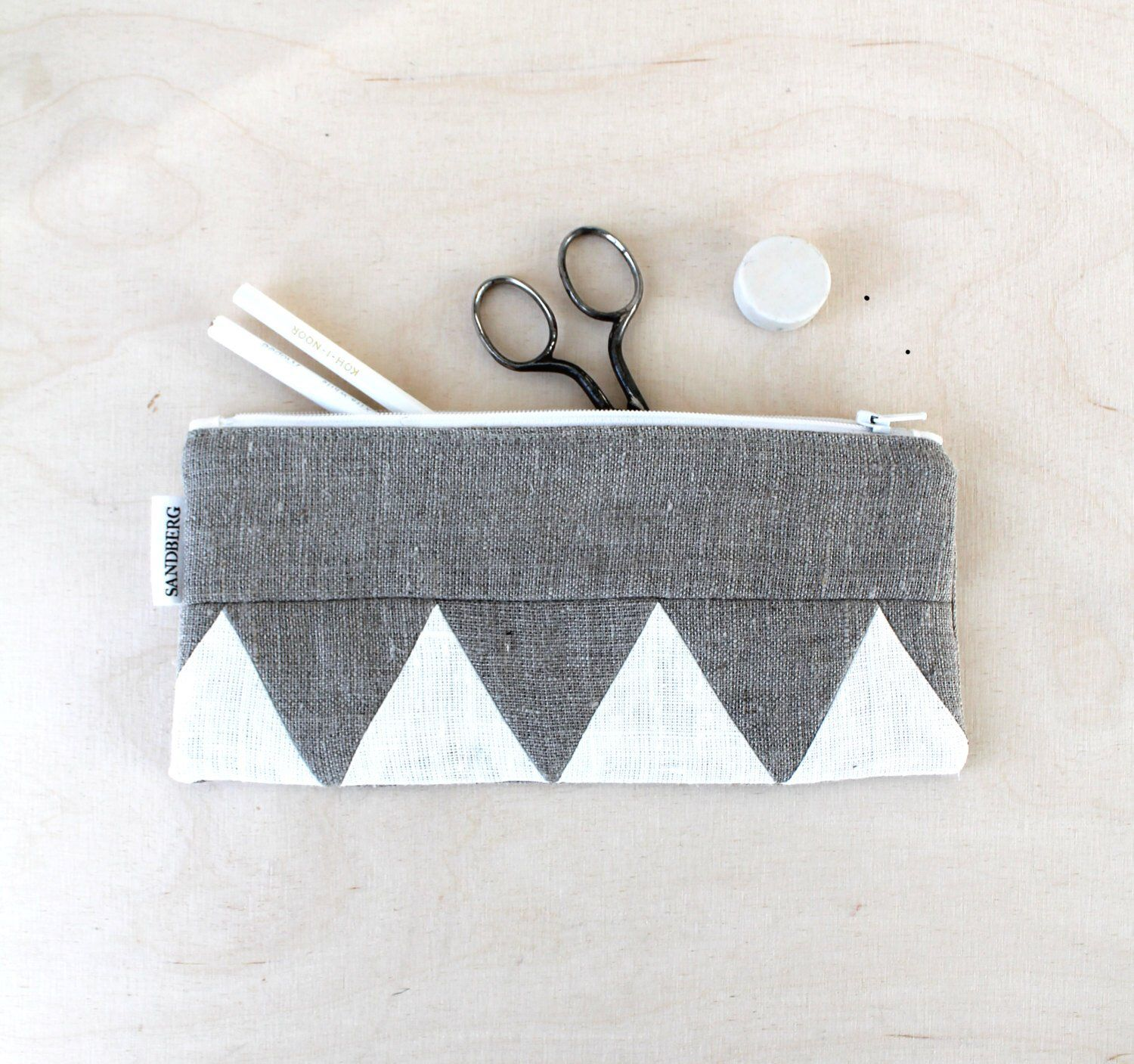 Excited To Share The Latest Addition To My Etsy Shop Zig Zag White And Natural Linen Pencilcase Linen Patchwork Details Linen Zipper Pouch Eco Friendl Cuero