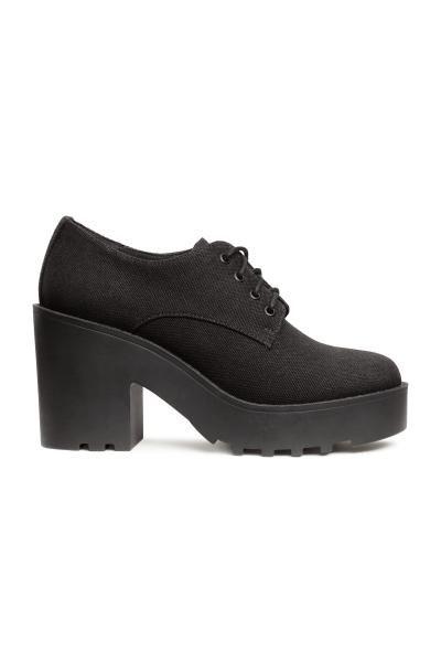 Zapatos de plataforma  Zapatos de plataforma con cordones y suelas de goma  gruesas. Plataforma delantera 3 c94c2d61cf2c