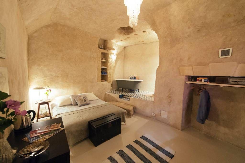 Chambre Privee A Nazelles Negron France Cette Chambre Exclusive Incarne Parfaitement L Esprit Troglo Tel Q Maison Troglodyte Chambre Troglodyte Troglodyte