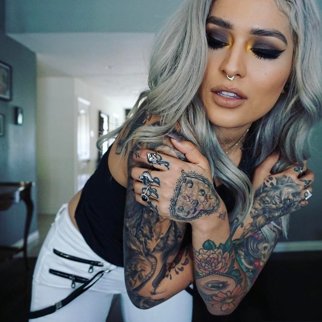 Bobble head eye shadows from meltcosmetics lovesick for Love sick tattoo