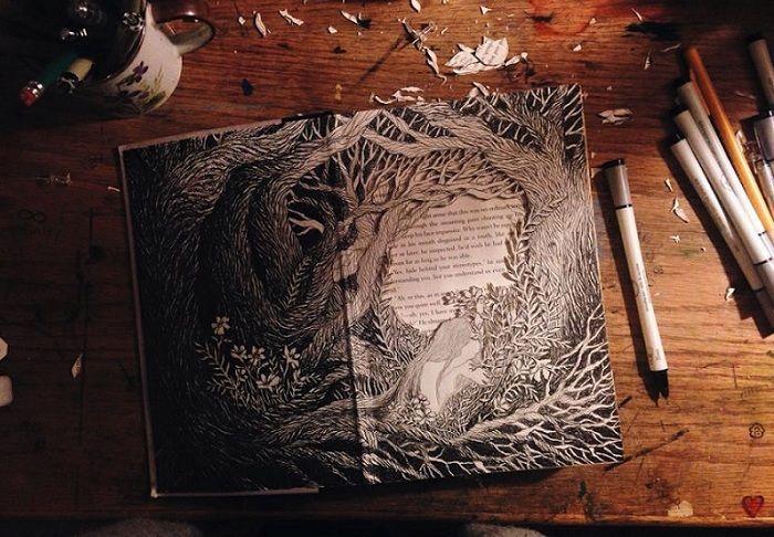 3D-композиция, вырезанная из страниц в книге.