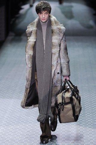 287c108351a Gucci - Fur coat and accessories!
