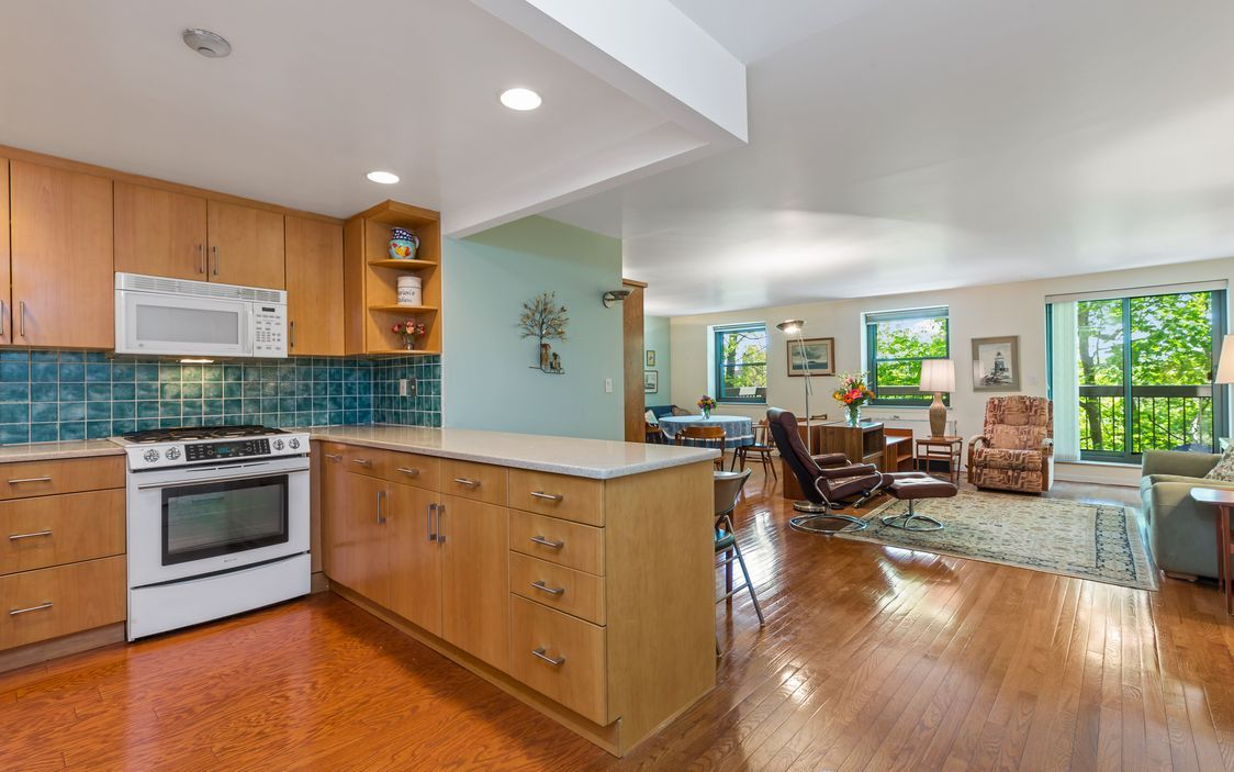 In This 24 Hr Gated Community The Unique 1 Bedroom Apartment With A 16ft X 10ft Den And 2 Full Baths Has A Wonderful With Images Livingston Manor New Milford Pine Plains