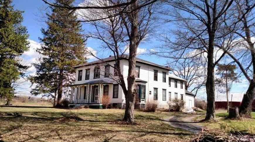 1865 Italianate Aurora Ny 199 900 Old House Dreams Old House Dreams Old House Country Estate