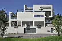 A4D Architekten Muri Schweiz MFH Fassade Beton Terrasse Geländer Glas