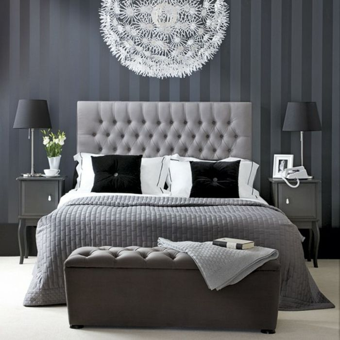 schlafzimmer in grau wei e lampe und kopfbrett. Black Bedroom Furniture Sets. Home Design Ideas