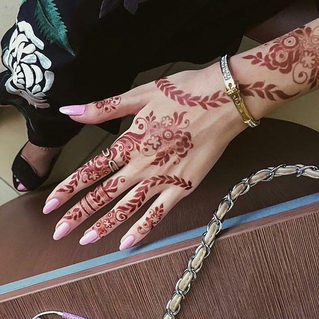7enna Shim حناء حنايات الحناء رسم نقش فن موضه ديزاين الامارات ابوظبي مشاركه دبي تصويري عدستي العين صالونات ذه Hand Henna Mehndi Designs Henna Hand Tattoo