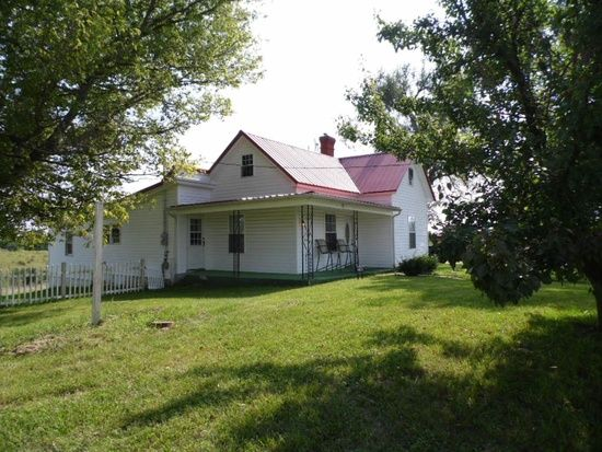 Farmhouse Rentals  Harrodsburg, Kentucky Acreage, Barn, Room
