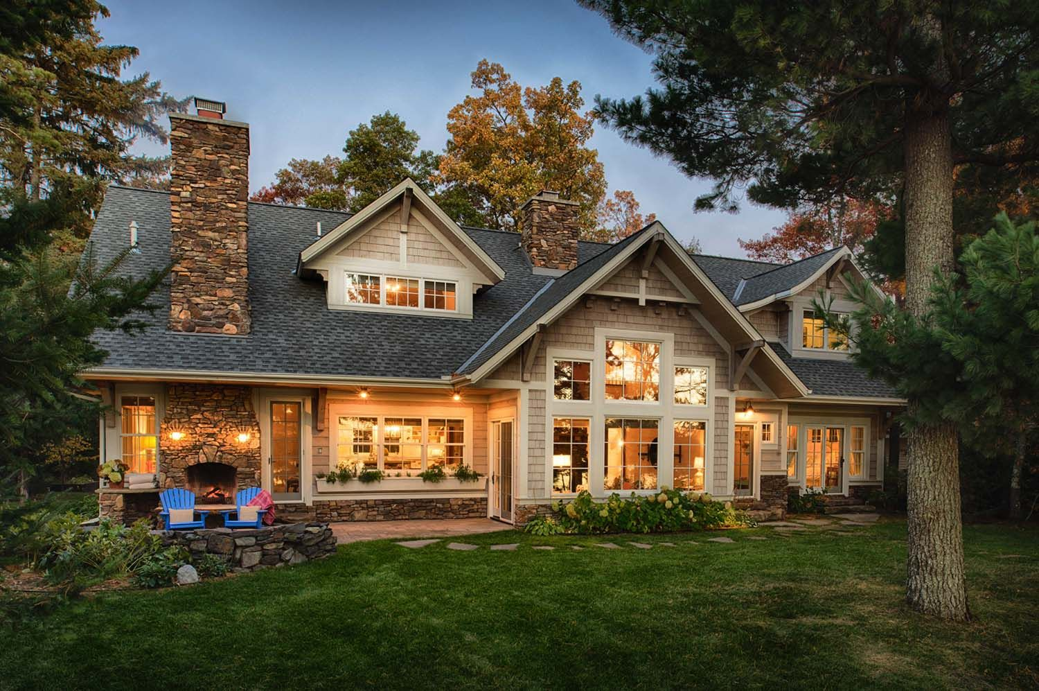 A Warm And Inviting Beach Style Lake House In Minnesota