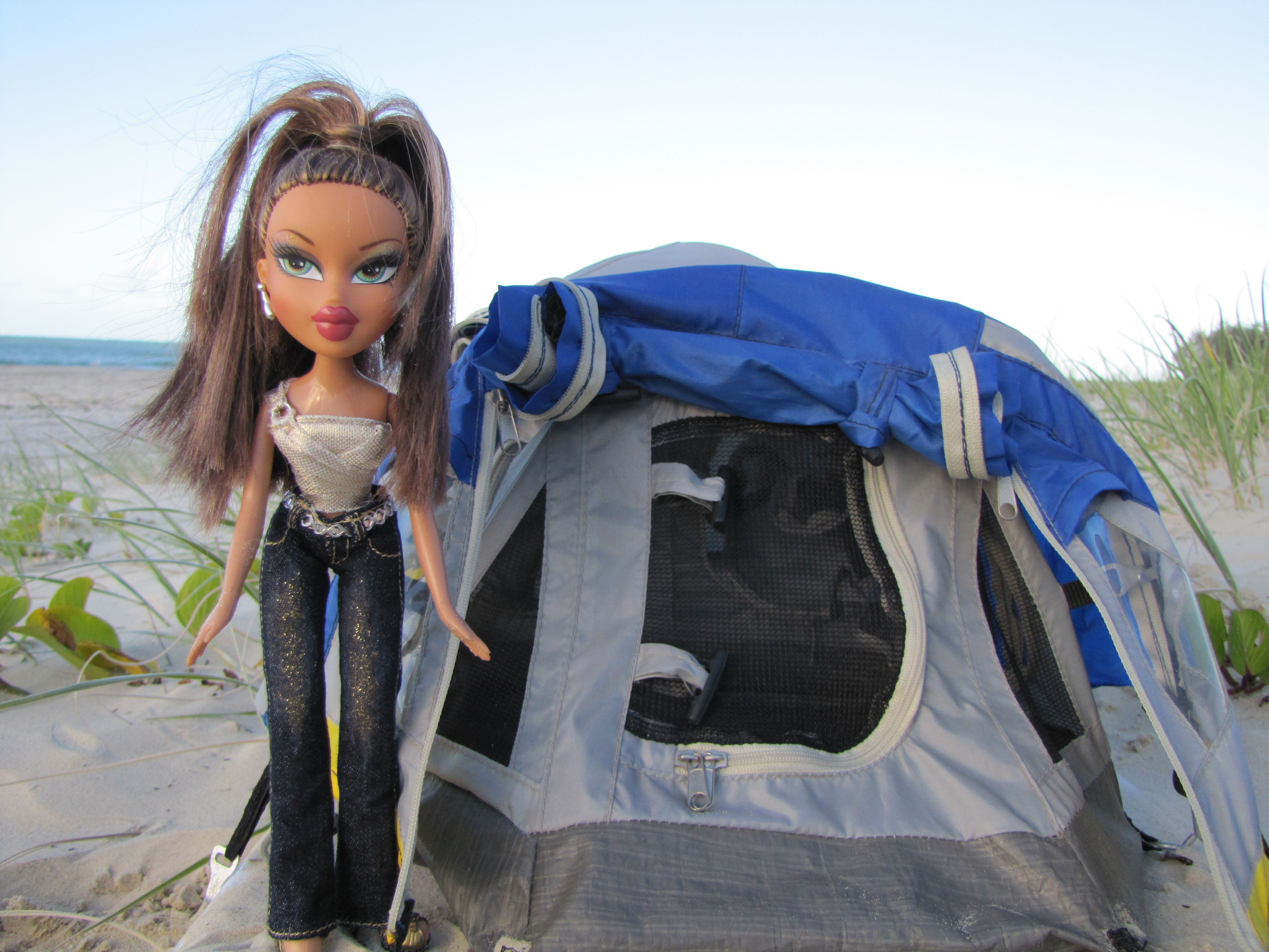 I am all about making camping glamorous. There's a term for it - Glamping! www.rainbow-beach-hire-a-camp.com.au