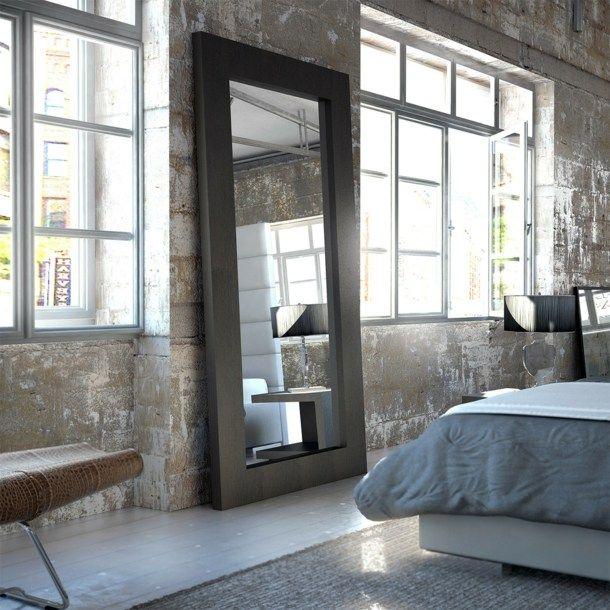 Appartement en style industriel avec grand miroir dans la chambre coucher d co grand - Miroir dans la chambre ...