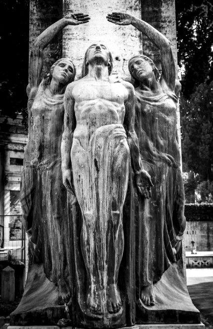 Gli angeli del Verano Rome - Italy