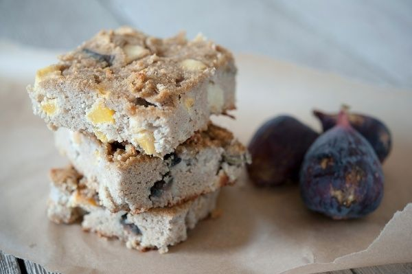 Fig Apple Peach Bars. Nut-free and featuring seasonal fruits, this bar is great for breakfast or a snack. Perfect for kids who can't take nut-flour goods to school.