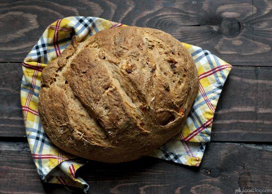 roasted tomato and garlic whole grain bread | Blog: JellyToast