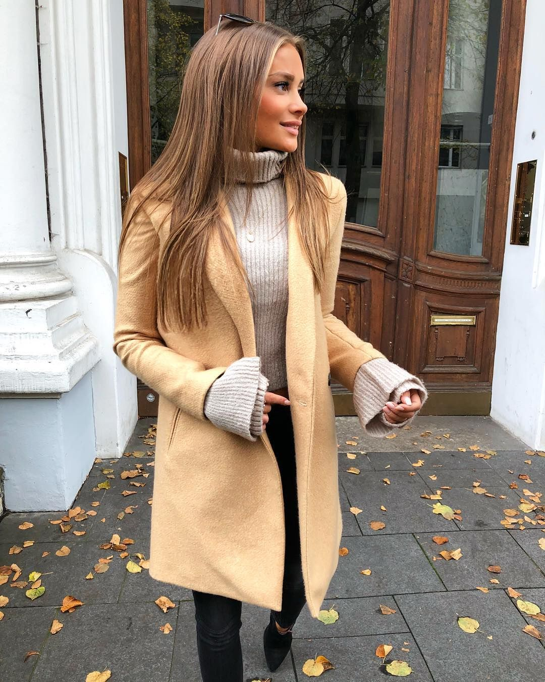 "Angelina Lilienne on Instagram: ""It looked like the world was covered in a cobbler crust of brown sugar and cinnamon - It's Autumn � #goodmorning #monday #streetstyle"""