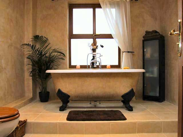 Love The Bathtub Venetian Plaster Cottage House Designs House Design