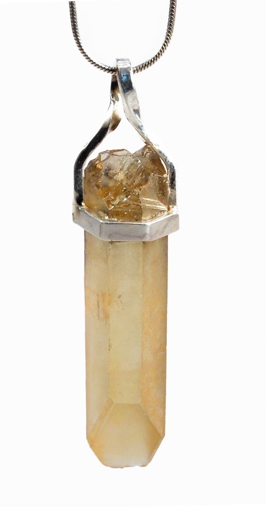 Colgante de plata con cuarzo en bruto Colgante de cuarzo Silver pendant with rough quarz.