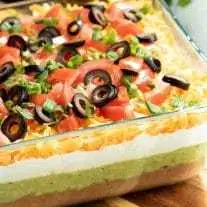 This easy Mexican 7 Layer Dip is the perfect dip recipe for a crowd! This game d... - Appetizers - Appetizers for party #7layerdip