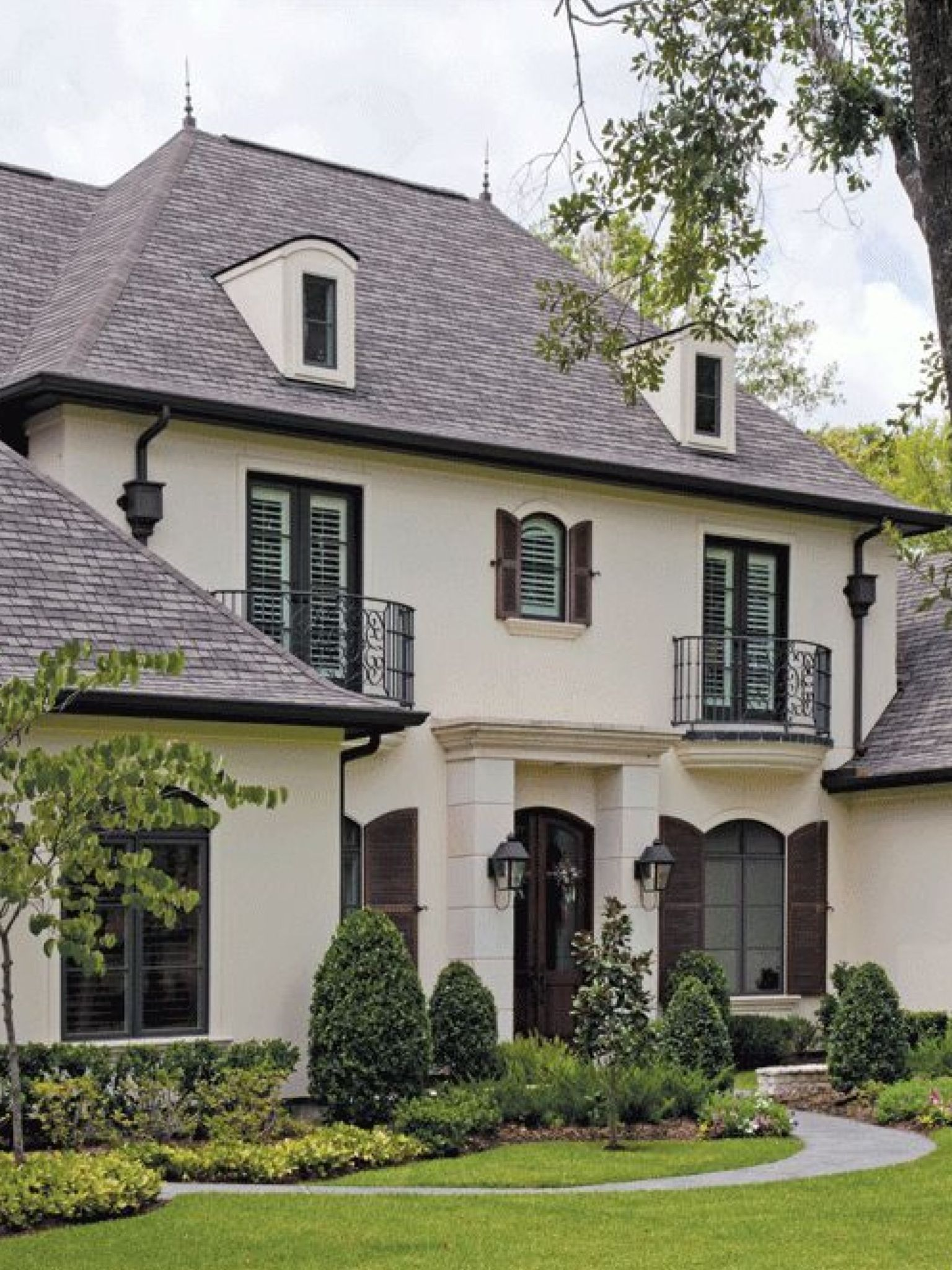 French Country Home Interior Design: Love The Off White And The Black Trim On This House
