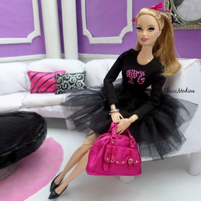 WEBSTA @ shuiimedina - All is obout the #Bag #dollsize #barbiestyle #barbiecollector #barbielook #pinkbag #Pinkworld #fashiondoll