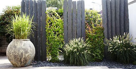 sichtschutz palisaden stein steinsichtschutz zaun pflanzen gr n blumentopf garten. Black Bedroom Furniture Sets. Home Design Ideas