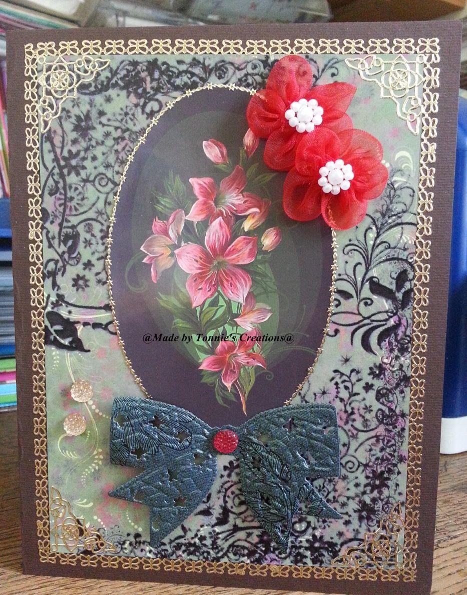 Beautiful Flower. Ik heb de free background gebruikt met nummer 00326 en een overgebleven deel van sheet 177 van The Owlhouse Designs