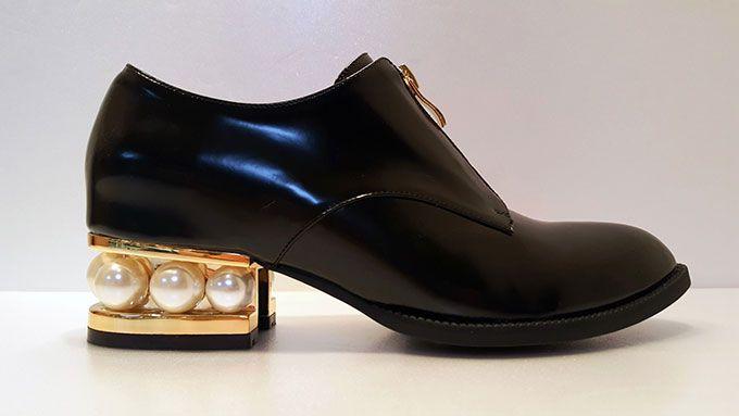 ジェフリーキャンベルの新作シューズ - ゴールドフレーム&大粒のパールが存在感抜群 - 写真2   ファッションニュース - ファッションプレス