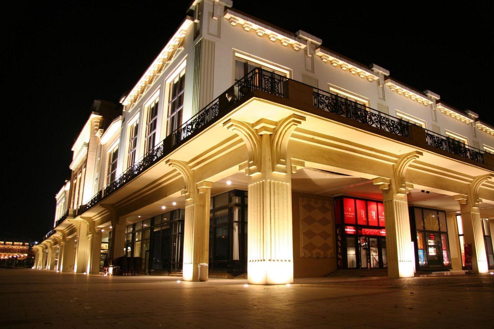Hotel casino barriere biarritz armoire penderie sur roulettes