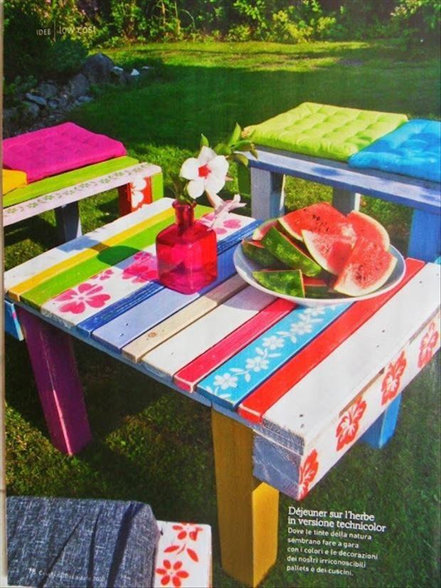 Kunterbunter Gartentisch für Kinder - gebaut aus Paletten - 20 ideen fur gartenmobel