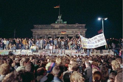 Mauerfall Ddr Kundigte Momper Reisefreiheit Fur Alle An Welt Brandenburger Tor Mauer Ddr Berliner Mauer