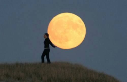12 Stunningly Creative Photographs Using The Moon As A 'Touchable ...