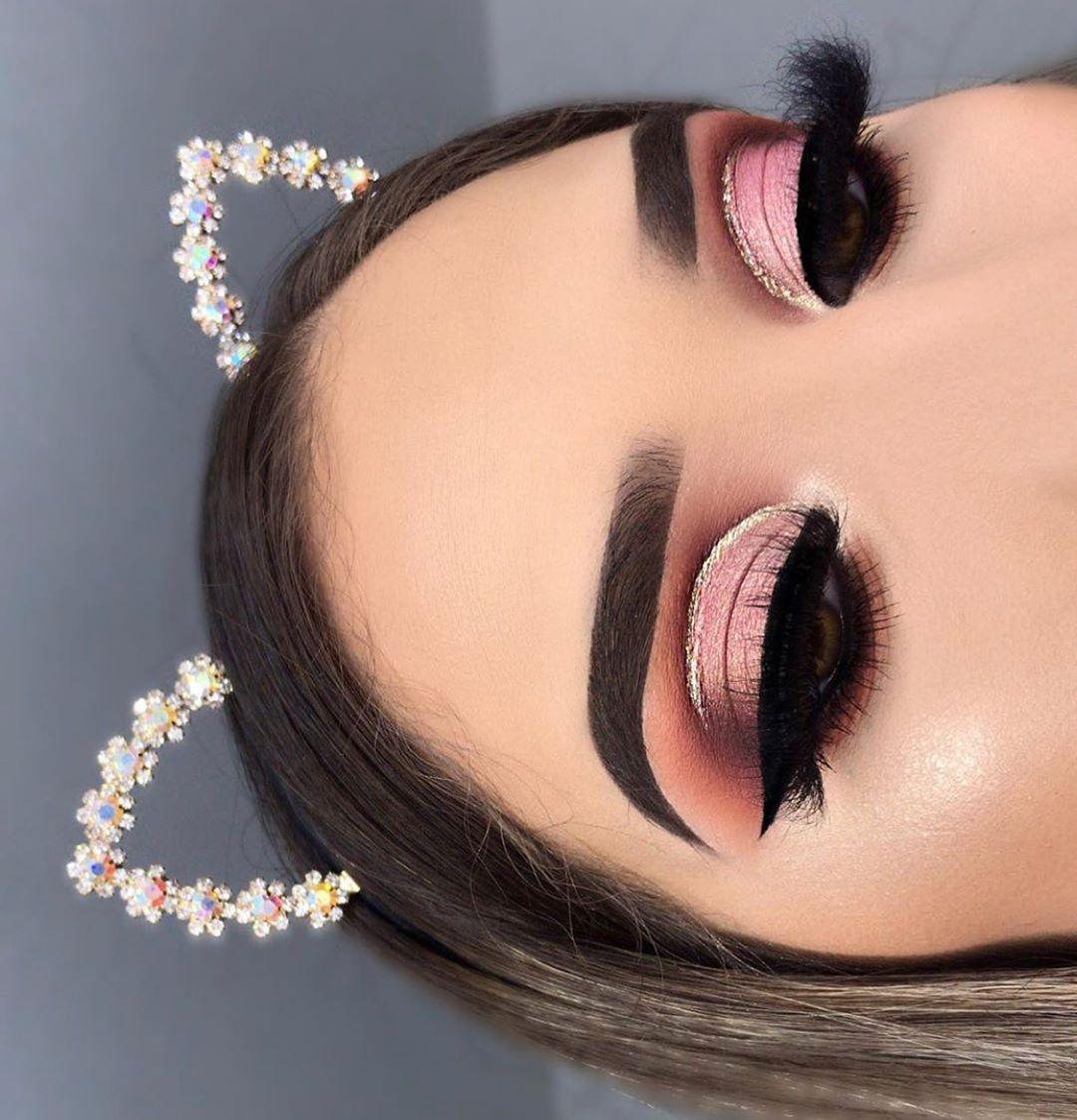 """𝐆𝐋𝐀𝐌 𝐌𝐀𝐊𝐄𝐔𝐏 & 𝐓𝐈𝐏𝐒✨ on Instagram: """"Follow @g_makeupt & @g_makeupt for more! .  Únete al grupo de chicas (facebook)  Glam Makeup & Tips 💄 ——————————————————— #makeup #vanity…"""""""