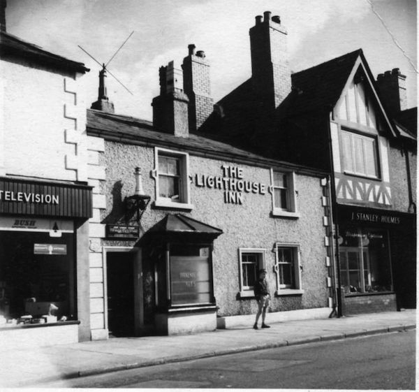 Photos Of Two Old Pubs That Once Lived In Market Street