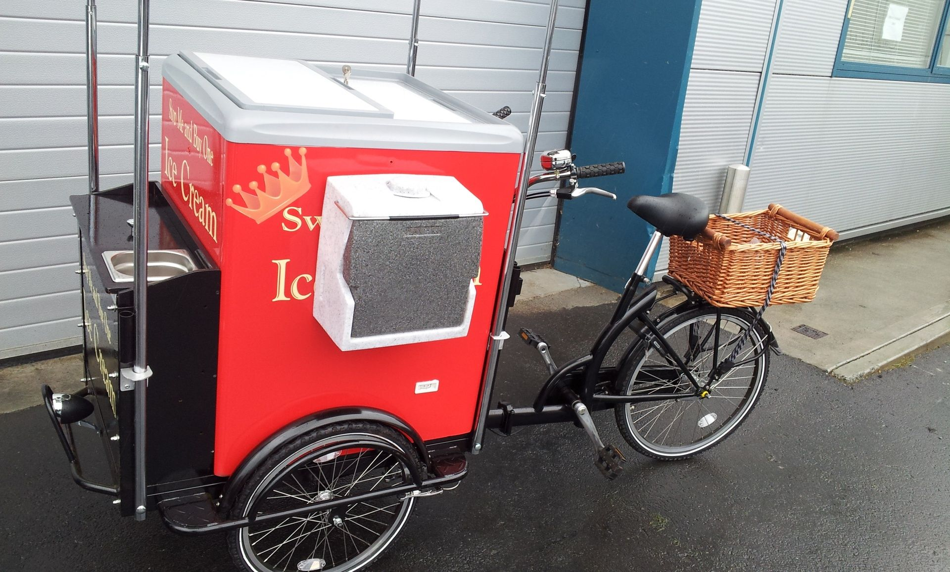 DogeatDogInc Is Irelands And One Of Europes Leading Manufacturer Mobile Solutions To The Catering