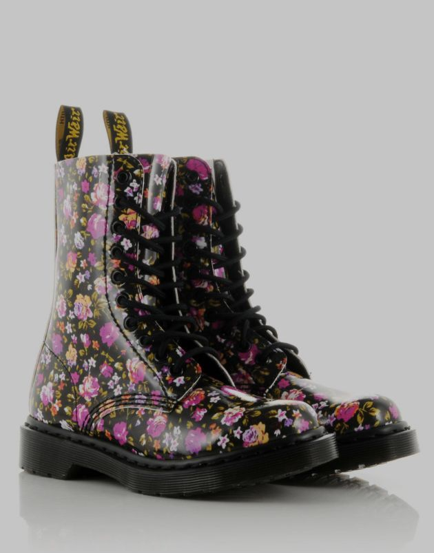 doc martens floral boots i gotta get me a pair of these. Black Bedroom Furniture Sets. Home Design Ideas