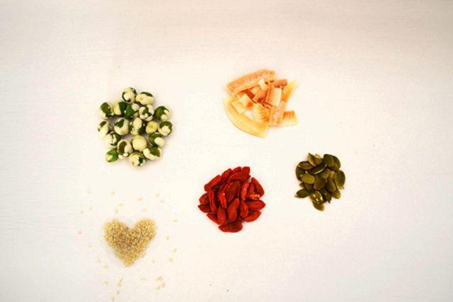 Lauren Conrad – Snack Trail Mixes
