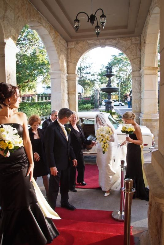 A bride arriving at #Curzon Hall - via PM Photo