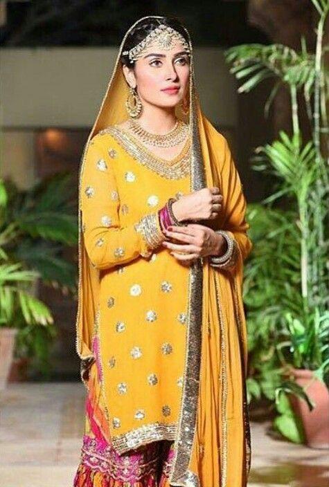 Beautiful Pakistani Mehndi Dresses