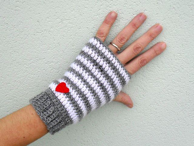 Crochet fingerless gloves - Little heart pattern by Fulvia Yoghi ...