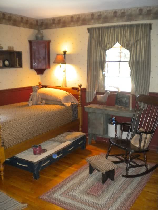 Prim Country Colonial Bedroom With Wallpaper Border