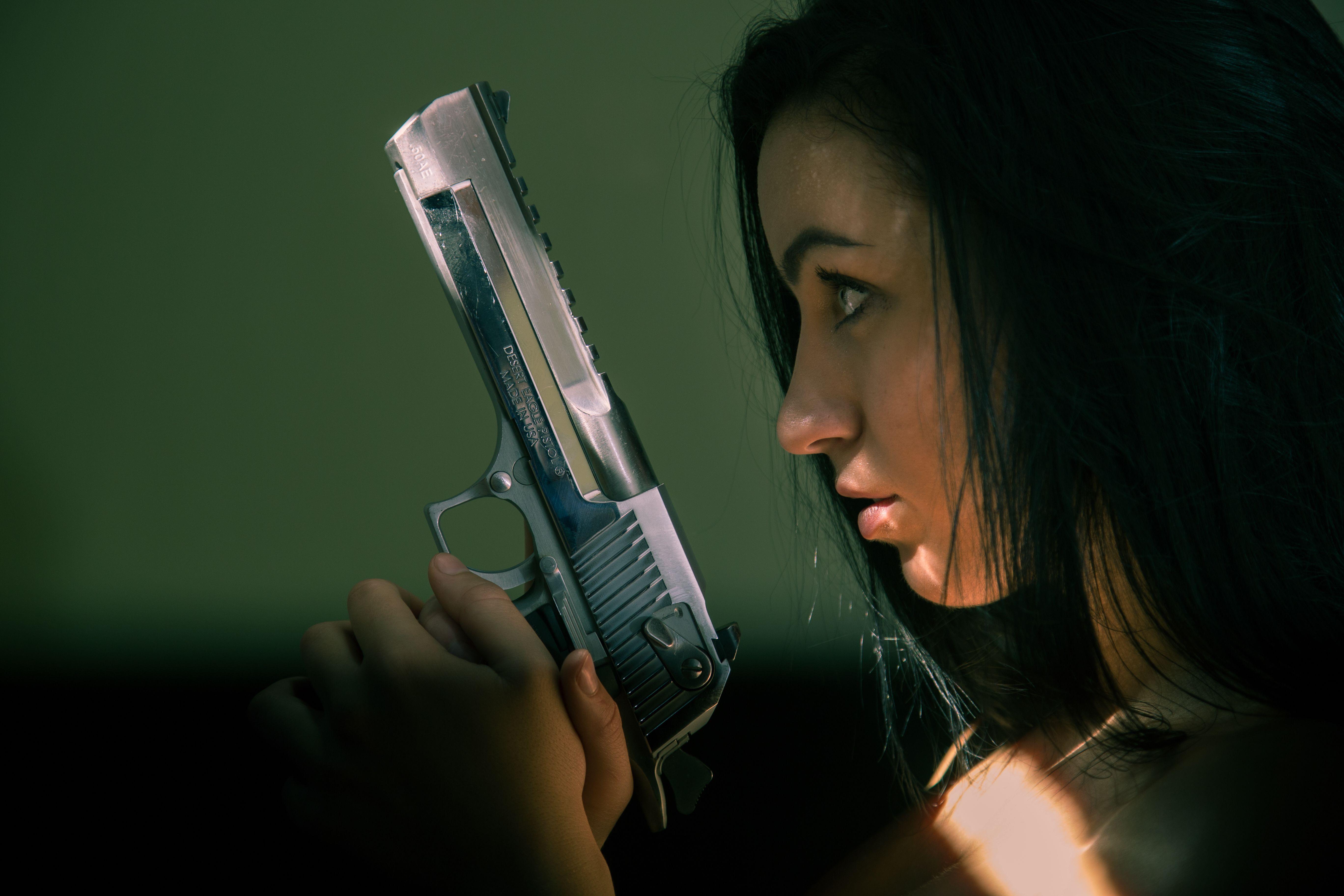 Пистолеты картинки с девушками