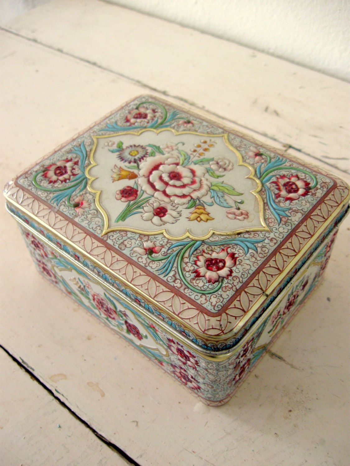 Daher Holland Petite Vintage Pink Rose Candy Tin. $22.00, via Etsy.