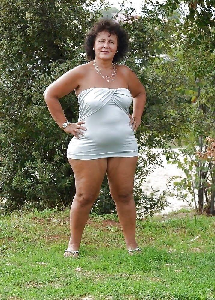 Oma Nude