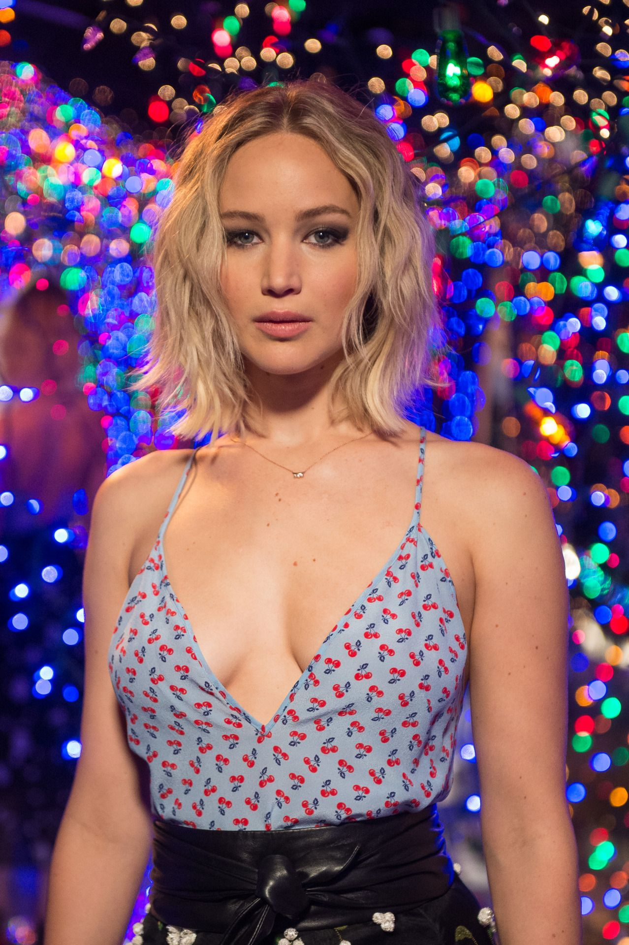 cameltoe Cleavage Jennifer Lawrence naked photo 2017