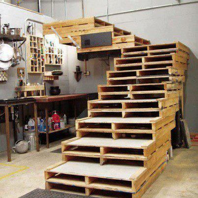 re-purposed pallet stairs.