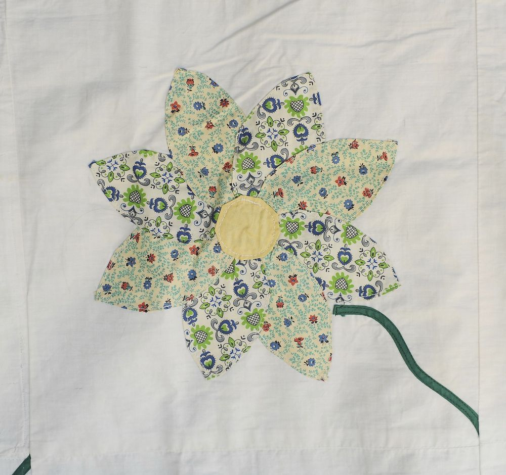 Pretty Spring Cotton Feed Sack Flower - Quilt Top - Yellow Centers, Green Stems in Crafts, Sewing & Fabric, Quilting | eBay