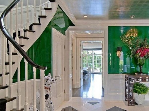 Gut Flurgestaltung In Weiß Und Grün  Blumen Und Treppen   Farbgestaltung Im